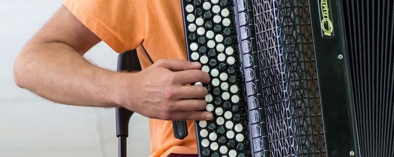 9581c40c4d375 Meilleur accordéon : Comparatif, Prix et Avis (2019)